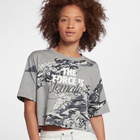 735f93ea9dfc6 Nike Sportswear Cropped T-Shirt